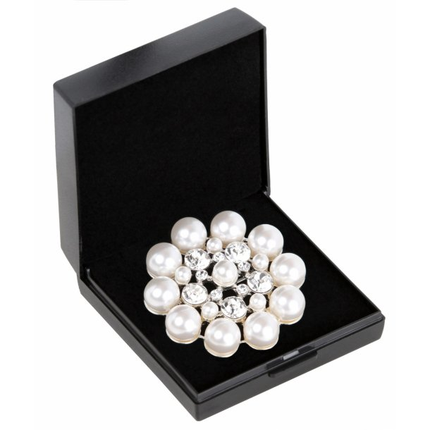 SD® Flower Stock Pin in Cream Pearl. A-132